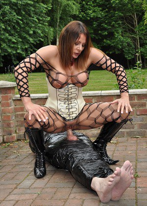 After failing to impress Mistress Carly with his cock she then wraps her pathetic